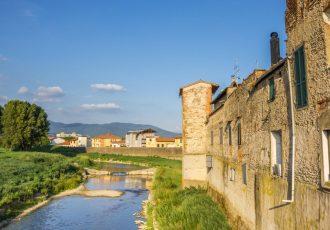 vista_del_fiume_bisenzio_e_del_centro_storico_di_campi_bisenzio_in_toscana